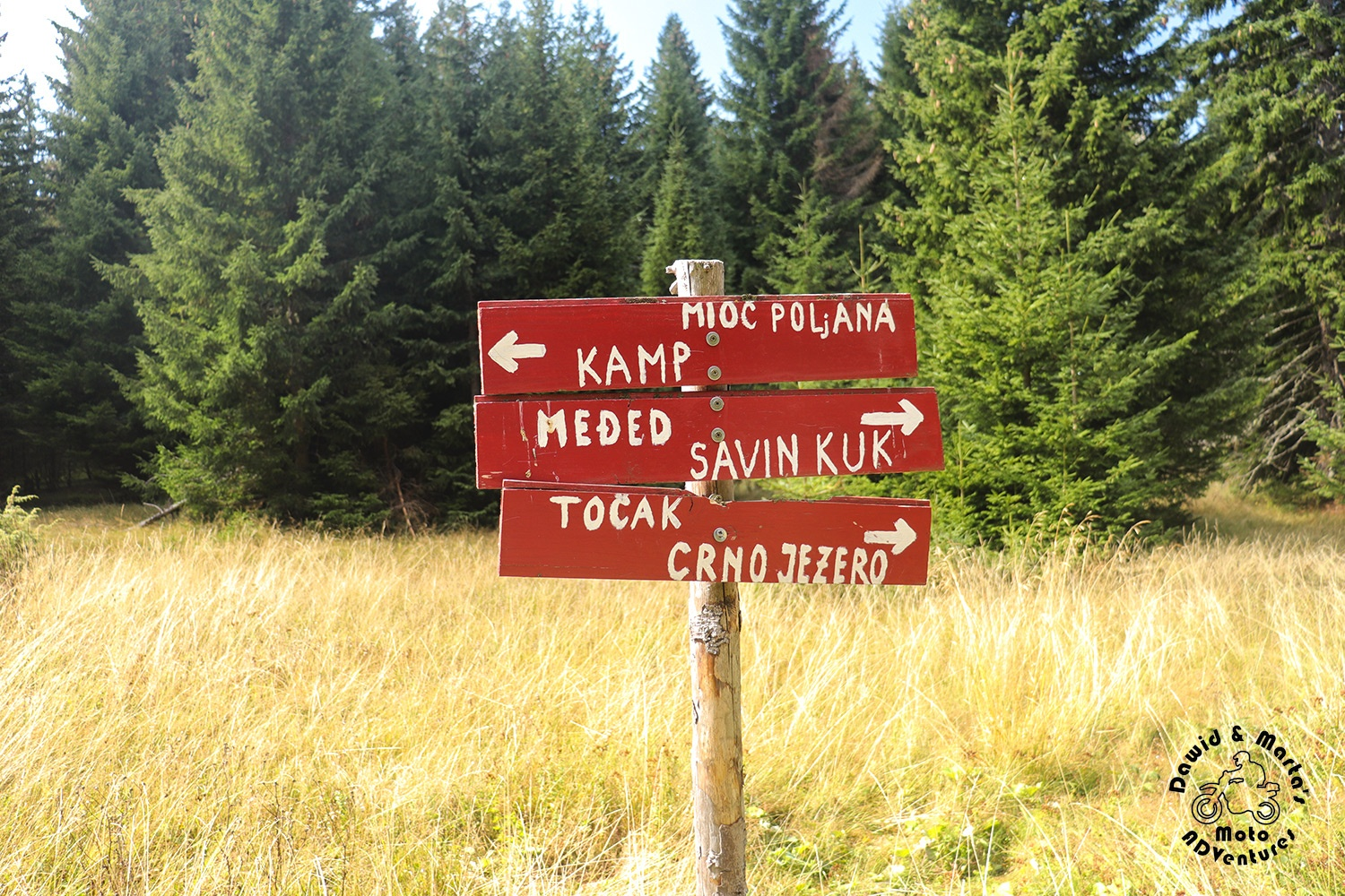 Crossing sign on a trail leading to Savin Kuk and Meded from Razvrsje