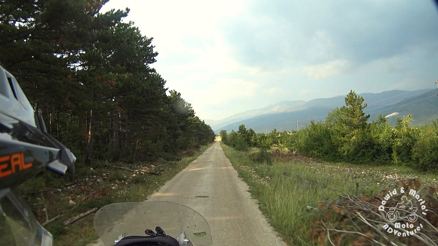 Unnamed road to the Cetina River spring (Izvor Cetine), inland Croatia