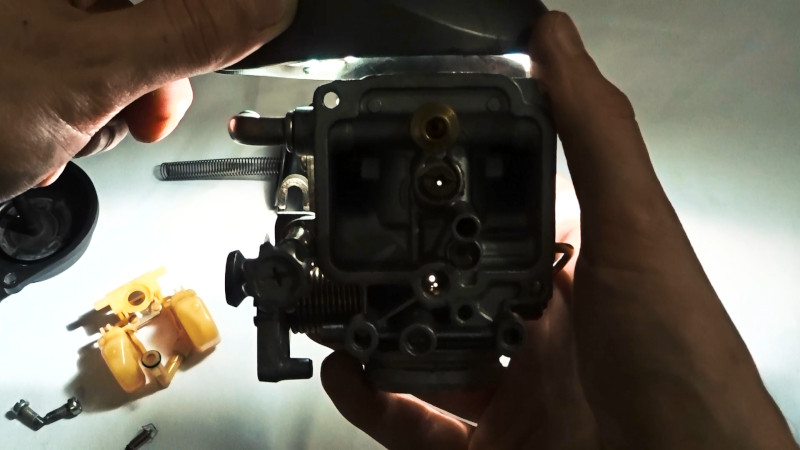 DR350S Mikuni BST33SS carburetor jets cleanness check under the light