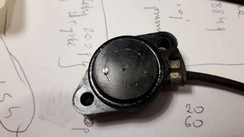 The neutral switch in Suzuki DR350S in closeup